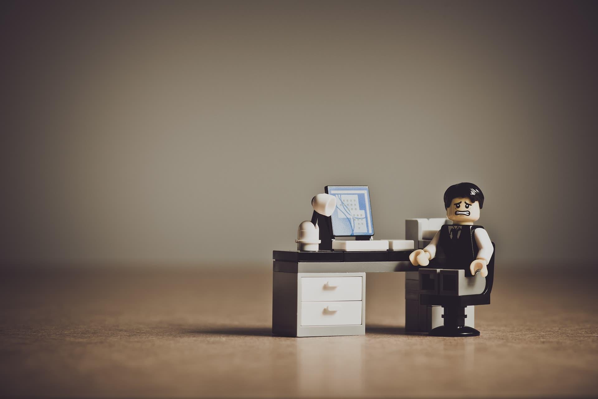 Case study mojegobloga - rozczarowany ludzik lego