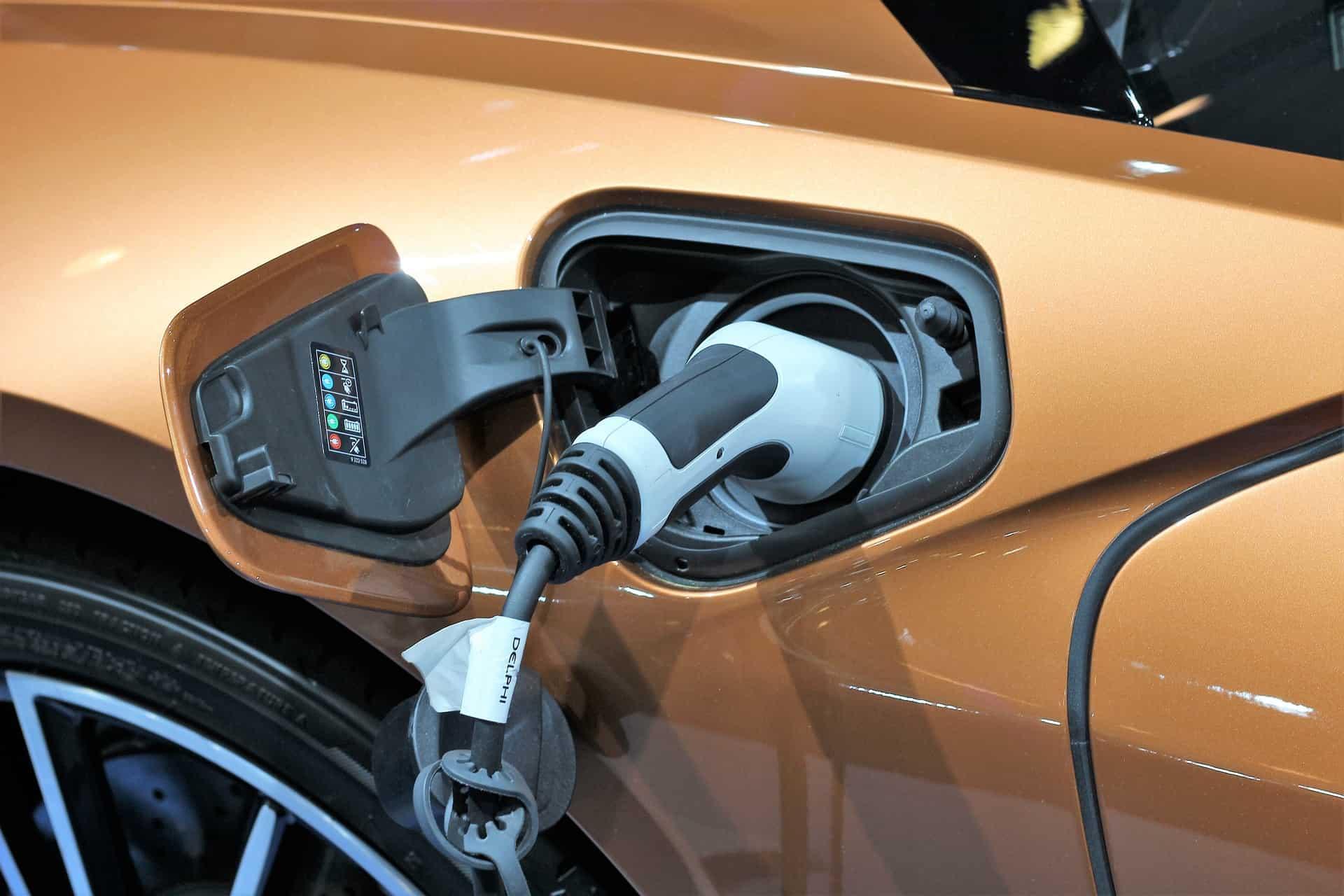Ładowanie samochodu elektrycznego - wtyczka